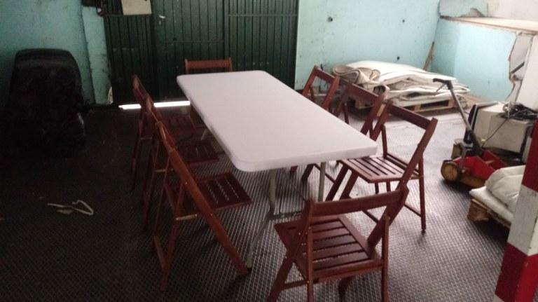 Adquisición de nuevas mesas y sillas