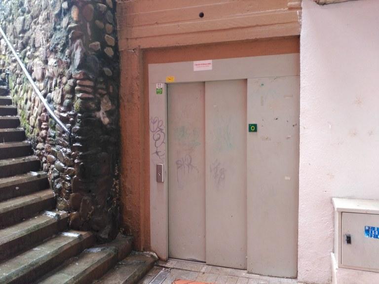 Averiado el ascensor de la calle Santa Ana