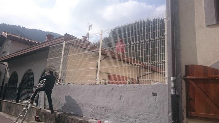 Colocación de valla en el frontón