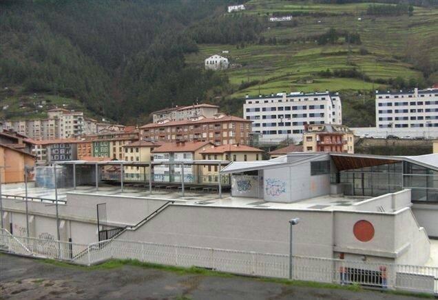 Contrato de la explotación y gestión de los servicios a desarrollar en el edificio del polideportivo de Soraluze.