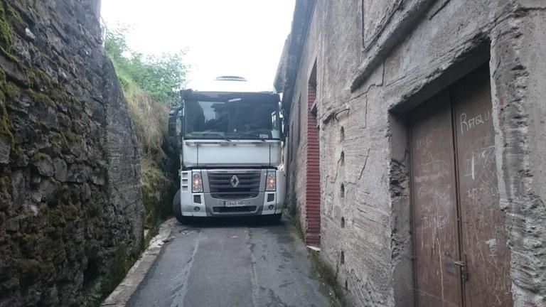 Camión atascado en la cuesta de Olea
