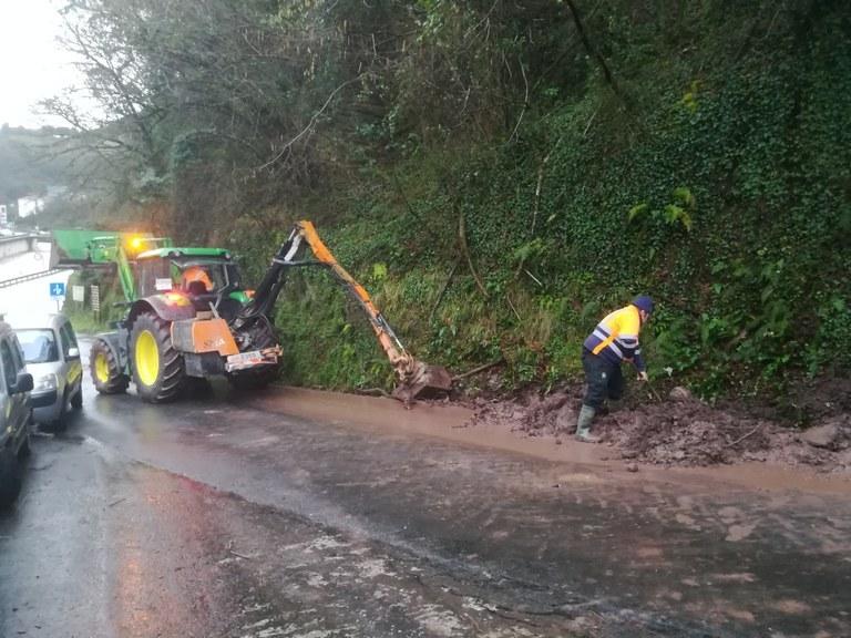 Limpieza de cunetas de caminos rurales