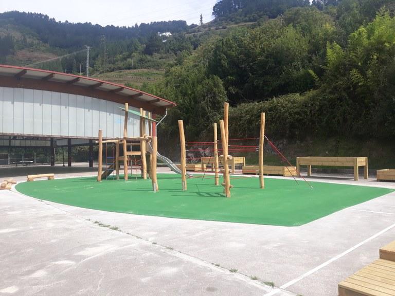Nuevo parque en el patio del colegio
