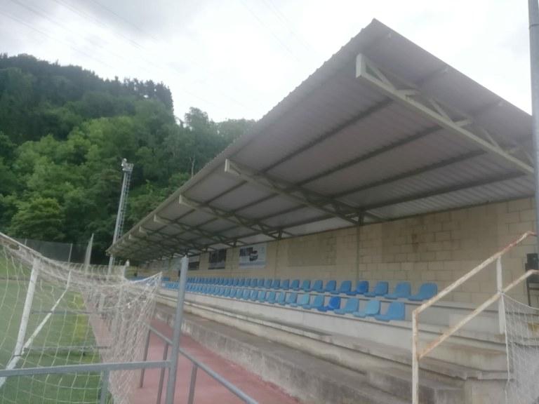 Reparación cubierta del campo del fútbol
