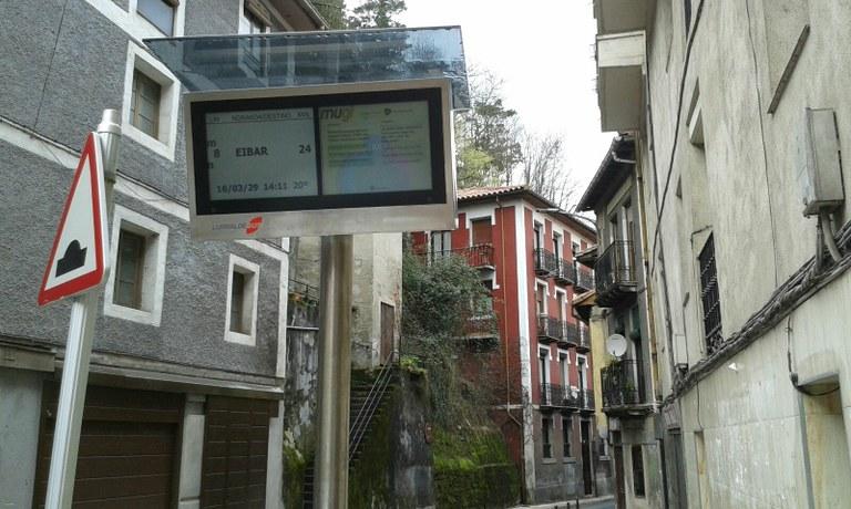 Trasladado el panel informativo del autobús.