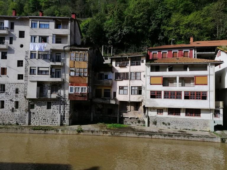 Errabal kaleko eraikinen eraisketa