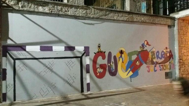 Mural erraldoia frontoia apaintzeko